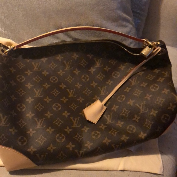 Louis Vuitton Handbags - 💝 Louis Vuitton Berri MM Handbag 💝 56d45199a15